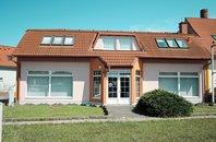 Pronájem, komerčních prostor, 300m² s vlastním parkovištěm - Znojmo - Oblekovice