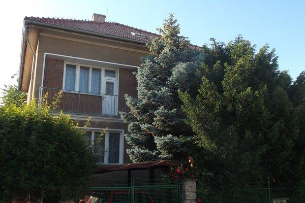 Prodej rodinného domu 5+2 (2+1 a 3+1) o užitné ploše 282 m2, Praha 5 - Stodůlky, ul. K Fialce