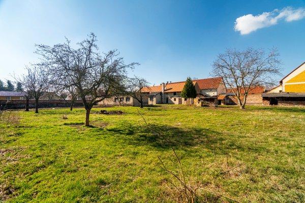 Prodej stavebního pozemku o výměře 1303 m2, obec Brázdim, Praha - východ