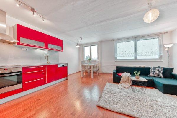 Prodej  bytu 3+kk 70m2 v obci Kamenice, Sídliště II.