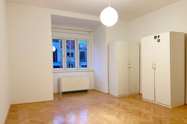 Pronájem bytu 1+kk o velikosti 30 m², ul.Plzeňská, Praha - Smíchov
