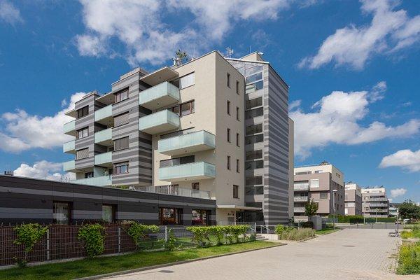 Prodej bytu 3+kk 81m2 s terasou 50m2, garážové stání, ul. Pod stolovou horou,  Praha 5 - Jinonice