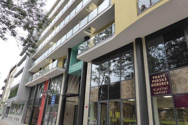 Zařízený byt 2+kk s balkónem v centru města Plzně, Palác Ehrlich