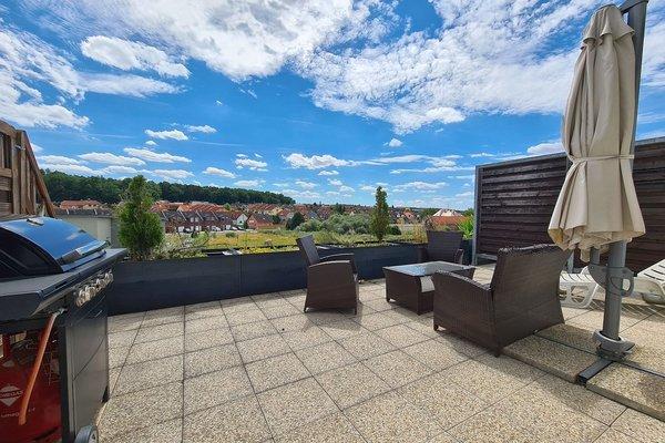 Byt 2+kk o velikosti 58 m2 s velkou terasou 25 m2 a parkovacím stáním na klidném místě v Plzni