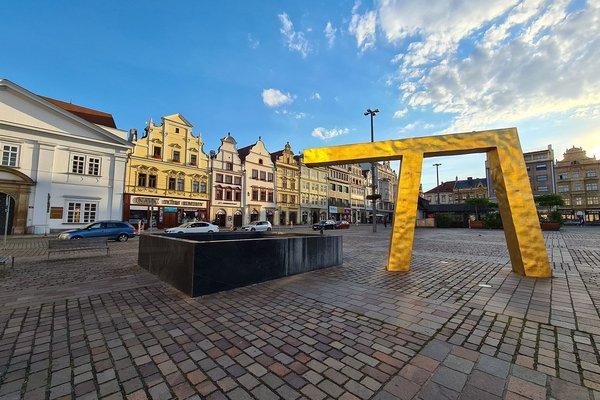 Kompletně zařízené kadeřnictví na atraktivním místě v historickém centru Plzně, Náměstí Republiky.