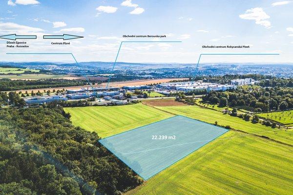 Komerční pozemky určené pro stavbu obchodních zařízení na hlavní třídě v Plzni