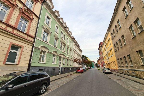 Rekonstruovaný byt o dispozici 3+kk a výměře 66 m2 v Plzni na Roudné.