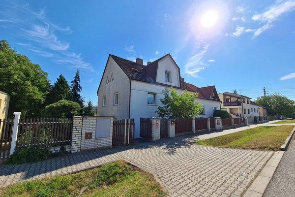 Velký rodinný dům s rozlehlou zahradou v Plzni Křimicích.