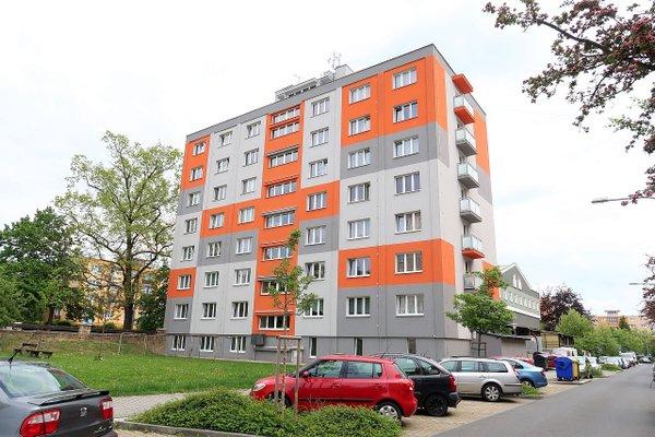 Zrekonstruovaný byt 3+1 o výměře 61 m2 s balkonem a garáží na Slovanech v Plzni, Nepomucké ulici.
