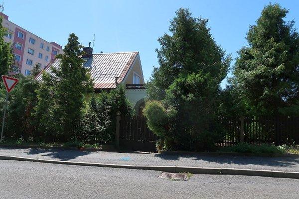 Pronájem rodinného domu 4+1 o velikosti 138 m2 se zahradou 516 m2 s garáží v Plzni Bolevci