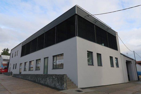 Moderní kancelářské prostory o velikosti 195 m2 s možností parkování ve Stodě.