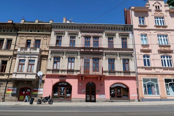 Skladové nebo výrobní prostory o velikosti 194 m2 v Pražské ulici v Plzni.