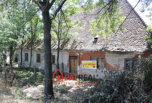 Prodej historického stavení na pozemku 2324m2 v dosahu Brna, pozemek 2.324 m²