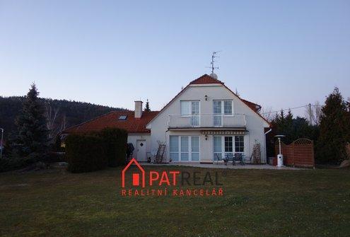 Prodej rodinného domu s velkým pozemkem a dvojgaráží, 180m² - Svinošice, pozemek 2.043 m²