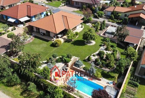 Luxusní rodinný dům s bazénem Zbýšov, pozemek 1.206 m²