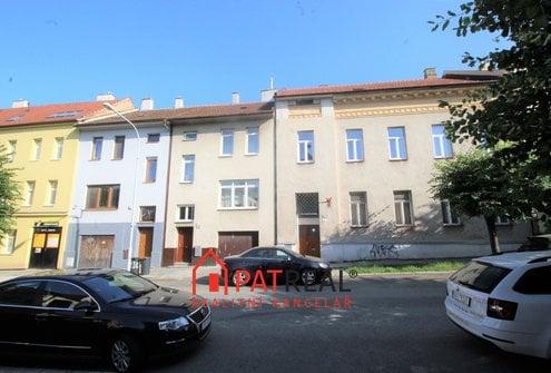 Prostorný rodinný dům k bydlení i podnikání, garáž, vjezd, zahrada, Královo Pole, pozemek 184 m²