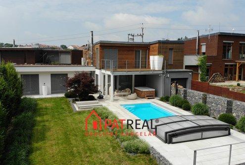 Luxusní rodinný dům v Soběšicích s bazénem, pozemek 814 m²