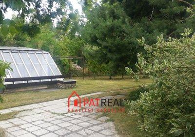 20190727_105236 - pohled na stání pod domem