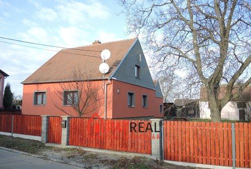 Prodej rodinného domu na pozemku 965m2 s vjezdem a zahradou v dosahu Brna, pozemek 965 m²