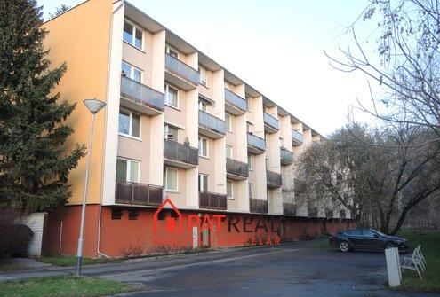 Pronájem bytu 3+1 s lodžií, 75m² na ul. Řezáčova, Brno-Komín