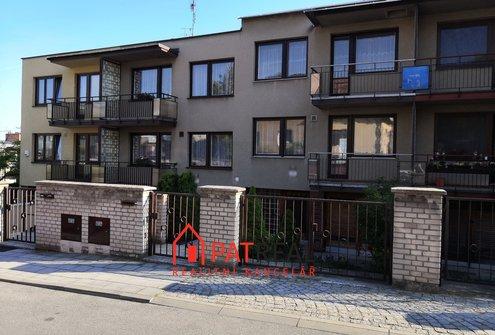 Prodej řadového rodinného domu 7+1, 300m² - Brno - ulice Slezákova, pozemek 224 m²