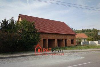Prodej hrubé stavby dvojdomku v Brně - Soběšicích, pozemek 548 m²