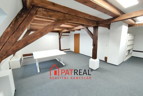 Pronájem podkrovní kanceláře 42m2 v centru Brna