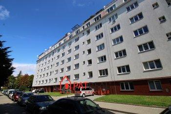 Pronájem zařízeného bytu 1+1, 39m2, balkon, sklep, nedaleko centra