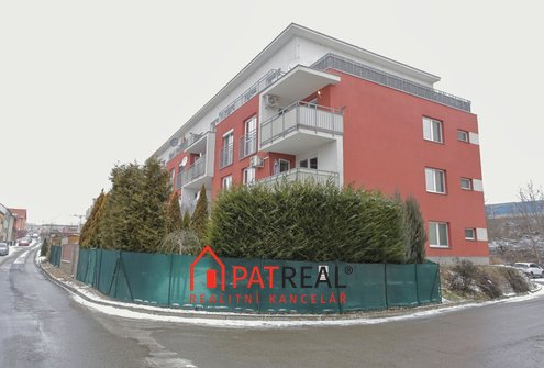 Prodej luxusního bytu 4+kk, 104m² se dvěma terasami a parkovacím stáním