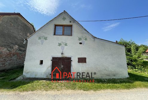 Dům k rekreaci se zahradou a malým vinohradem nedaleko od Brna, pozemek 433 m²
