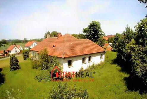 RD se třemi byty a velkou zahradou, 40km od Brna, pozemek 1.414 m²
