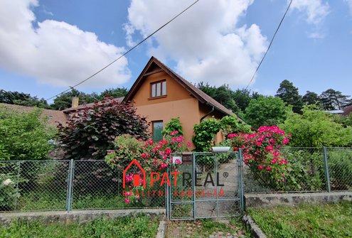 Prodej rodinného domu na pozemku 830m2 se zahradou a garáží v dosahu Brna, pozemek 830 m²