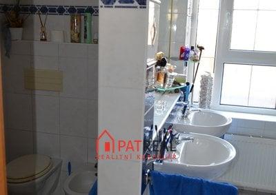 6. Koupelna + toaleta