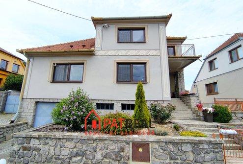 Prodej rodinného domu 5+1 s garáží a velkou zahradou - Kramolín, pozemek 792 m²