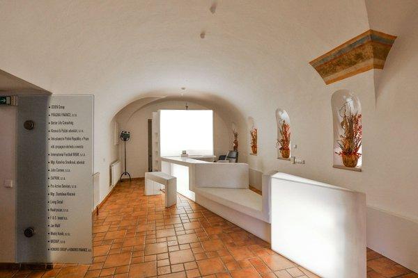 Pronájem dvou kanceláří 27 m²,  Praha 1 - Hradčany, Loretánské náměstí