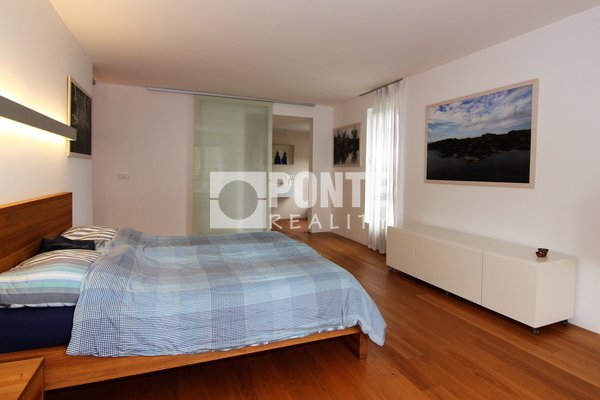 Prodej luxusního atypického bytu 111 m2 vč. terasy, Praha 8 - Troja, ul. Vřesová, OV, 5.NP, cihla
