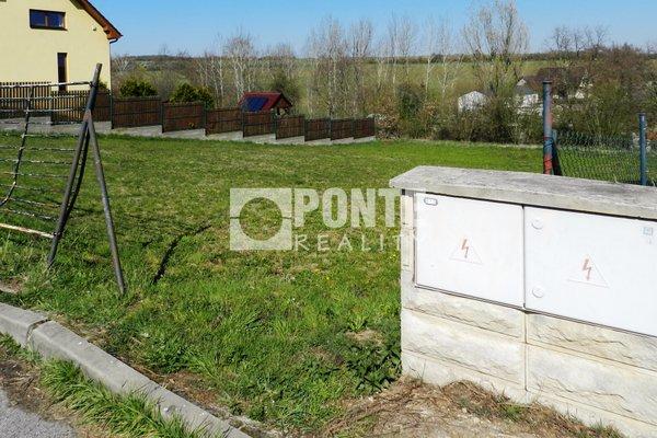 Prodej stavebního pozemku 1001 m2 v obci Chýnice, okres Praha-západ