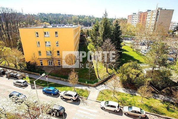 Nabídka prodeje bytu 3+1/L, ul. Urbánkova, Praha - Modřany, OV, 6.NP, panel