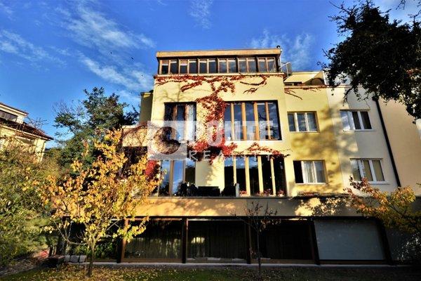 Pronájem bytu 4+KK, 110 m², terasy 50 m2, Praha 6 - Břevnov, ul. Na dělostřílnách, zahrada