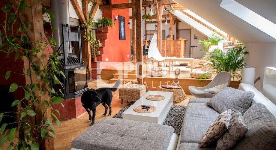 obývací pokoj s pohledem ke kuchyni