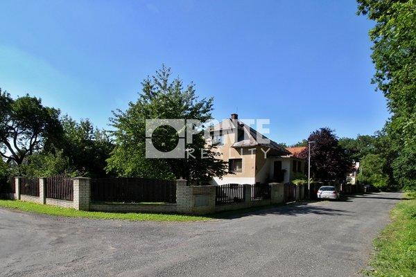 Prodej rodinného domu 3+1, obytná plocha 189 m², zastavěná plocha 106 m², pozemek 716 m², ulice Všeňská, Praha 9 - Újezd nad Lesy