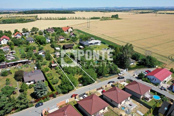 Prodej pozemku pro bydlení 979 m2, Bašť , okres Praha - východ