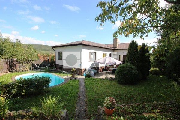 Prodej rodinného domu 5+1 v obci Karlštejn, okres Beroun
