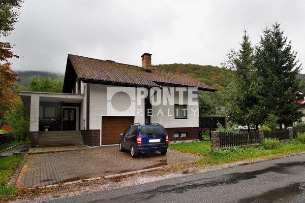 Prodej rodinného domu 7 + 2 + kk, obytná plocha 290 m², zastavěná plocha 162 m², zahrada 735 m², Trutnov, Horní Maršov