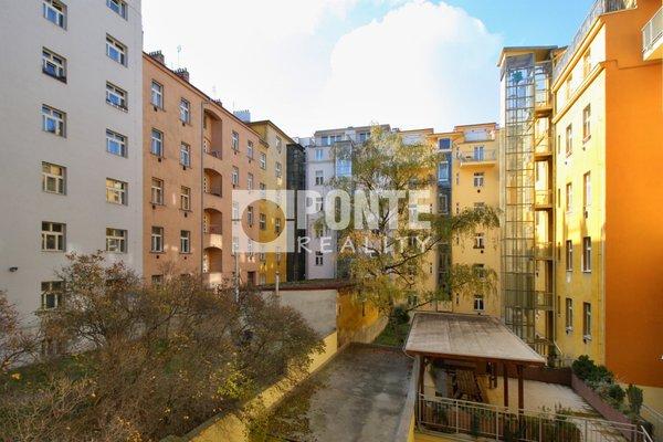 Pronájem bytu s dispozicí 2+kk/B, výměra 49 m², Praha 3 , ulice Radhošťská, 3. NP/6 NP s výtahem