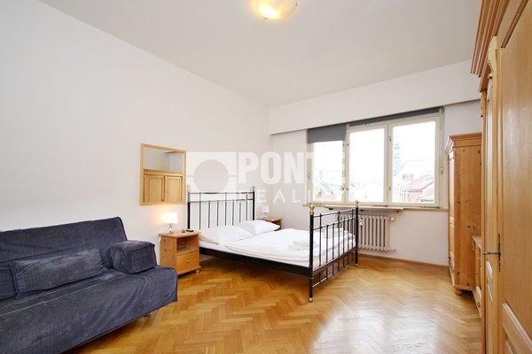 Pronájem bytu s dispozicí 2+1, výměra 82 m², ulice Revoluční, Praha 1 - Staré Město, 5.NP/6 NP s výtahem