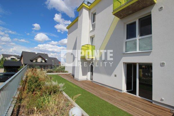 Pronájem bytu 2+kk, 70 m², terasa 130 m2, parkování, sklep, Jesenice, ul. Cedrová, Praha-západ