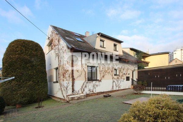 Prodej dvougeneračního rodinného domu, 160 m2, na pozemku 578 m2, Beroun