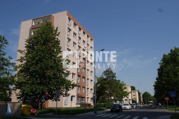 Prodej bytu 2+1/L, 45 m2, ul. Vitry, Kladno - Kročehlavy, OV, 5.NP, panel