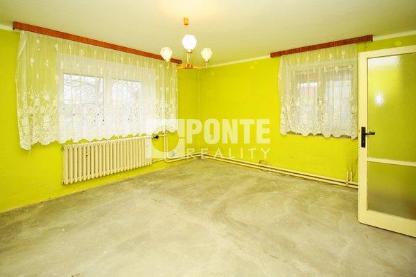 Prodej rodinného domu 4+1, obytná plocha 127 m², zastavěná plocha 254 m², garáž 22 m², pozemek 633 m², Horní Počaply